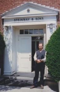 Hugo Landolfi en la fábrica Steinway & Sons